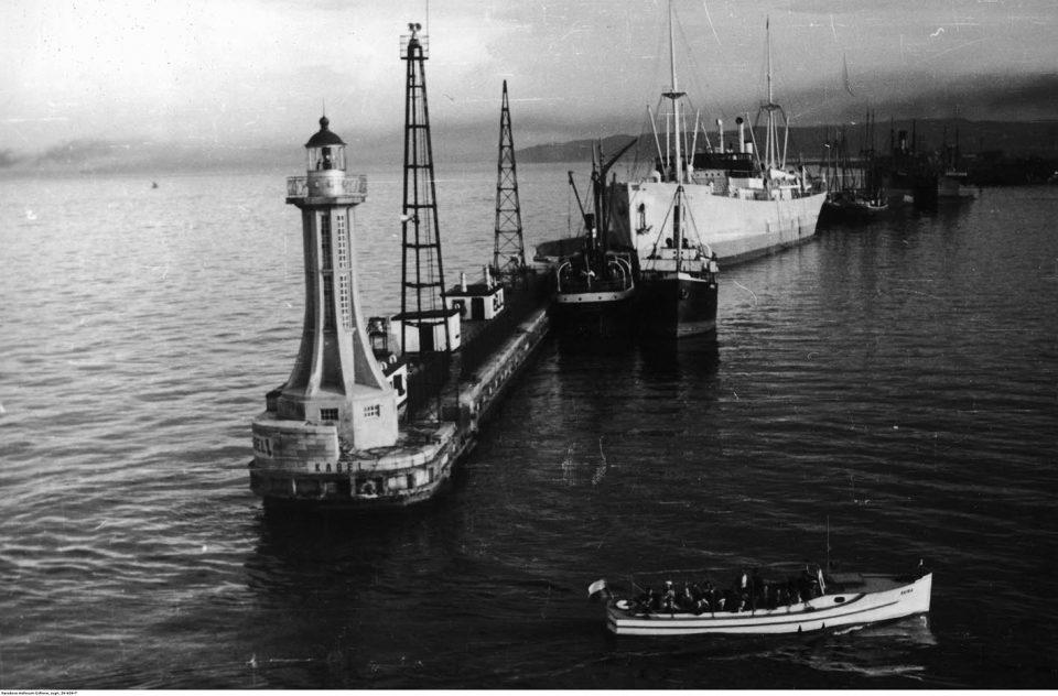 Falochron przy wyjściu z portu.