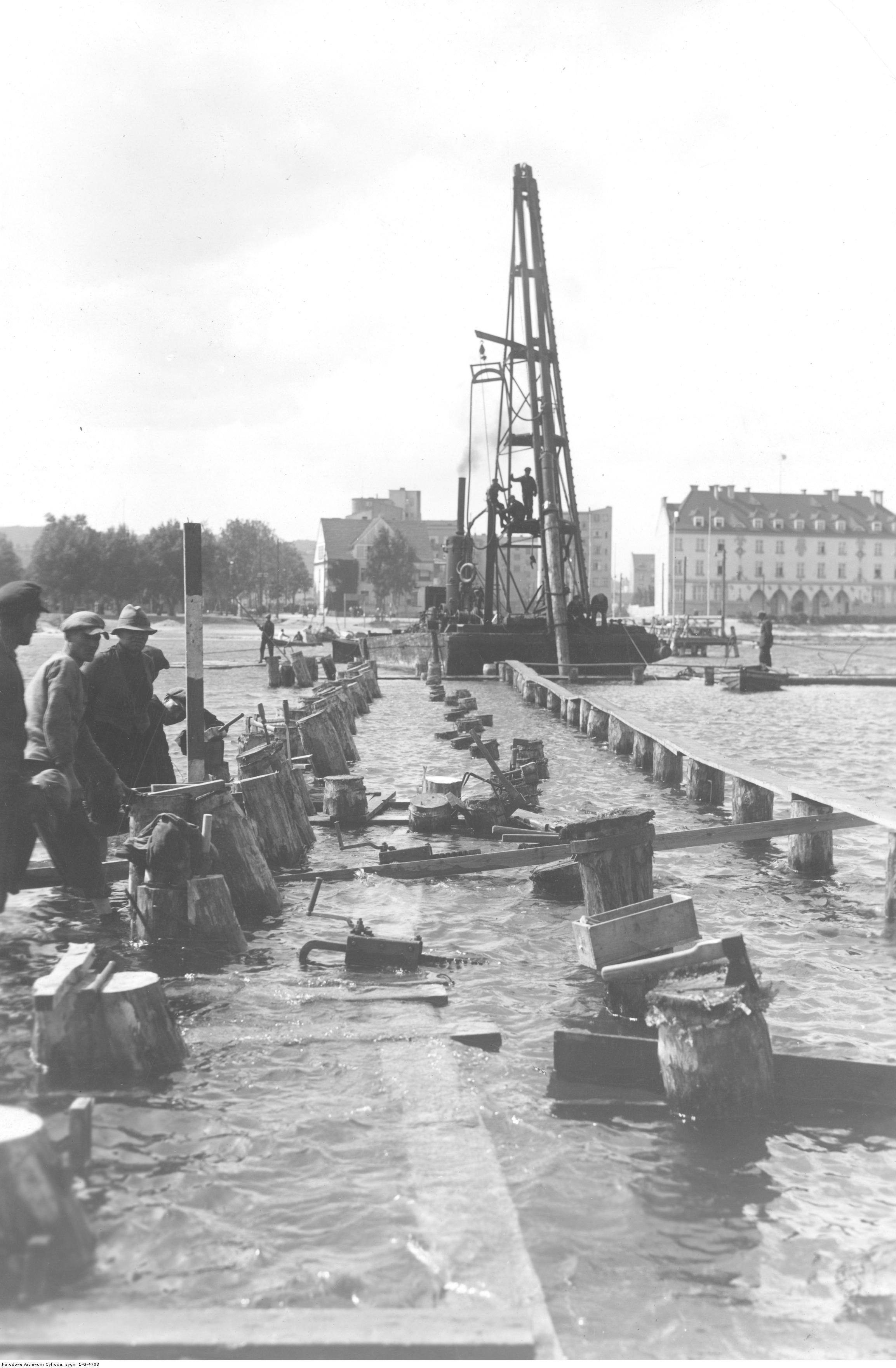 Budowa portu - molo reprezentacyjne.