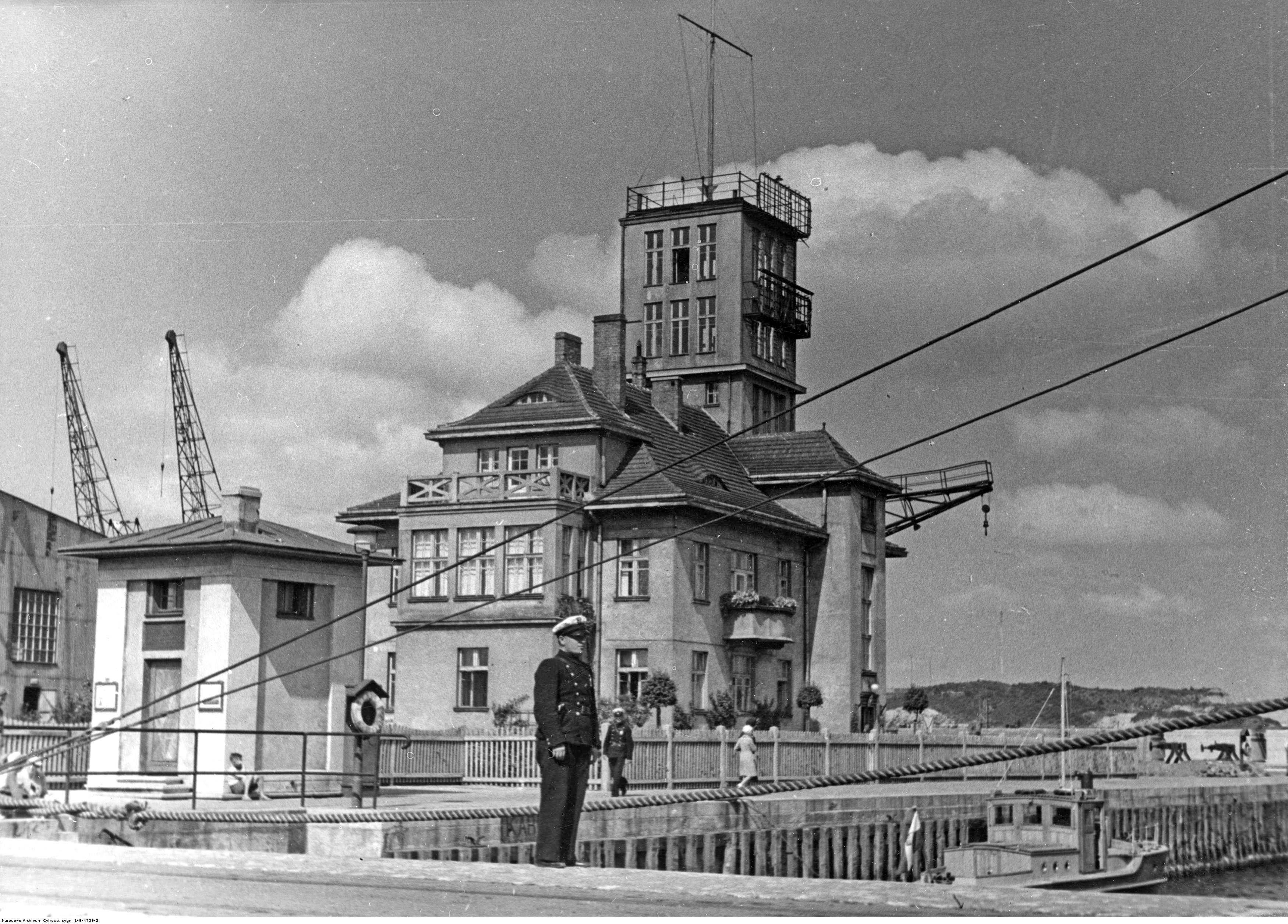 Kapitanat Portu Gdynia, Budynki, Nabrzeża