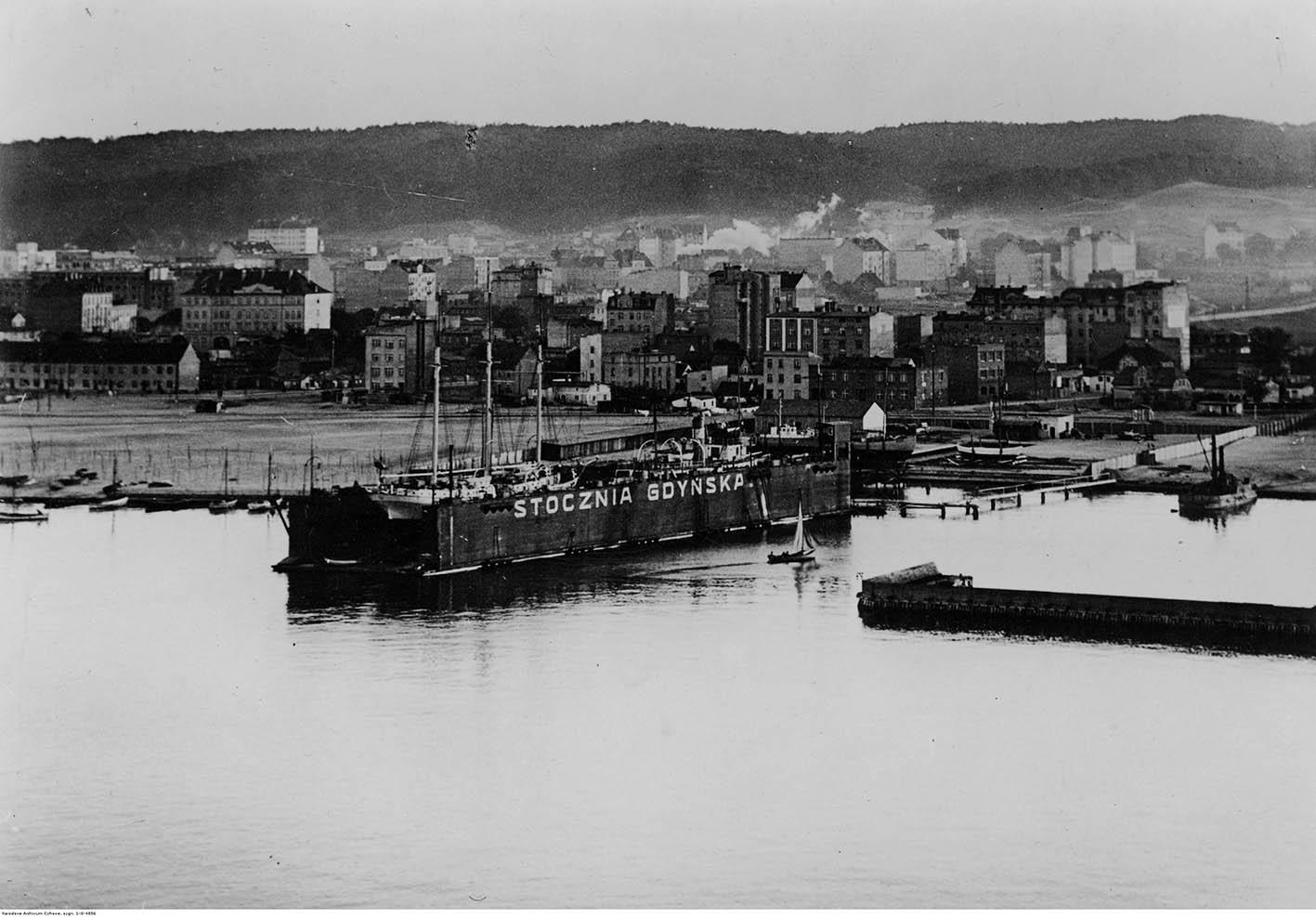 Panorama Gdyni od strony basenu południowego.