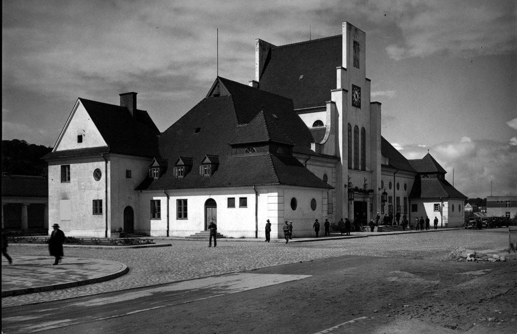 Ulica Dworcowa - dworzec kolejowy.