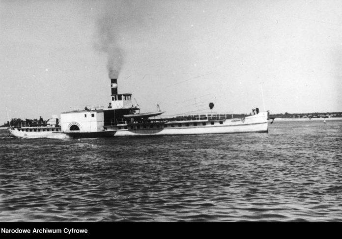 Statek-RACŁAWICE-podczas-żeglugi