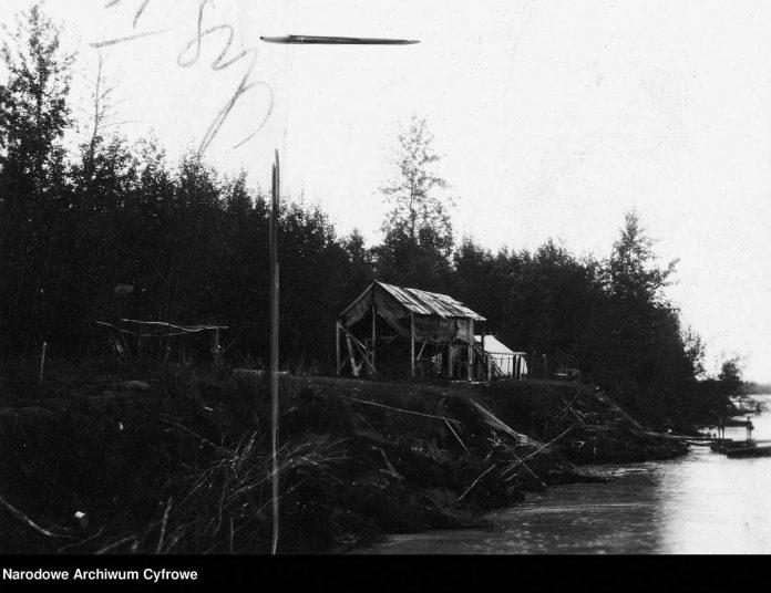 Dom osadnika Jana Kowalskiego samotnie mieszkającego ponad 30 lat na wysepce na rzece Jukon [1929]