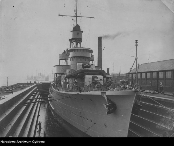 [ORP BŁYSKAWICA] Niszczyciel ORP BŁYSKAWICA w doku wykończeniowym