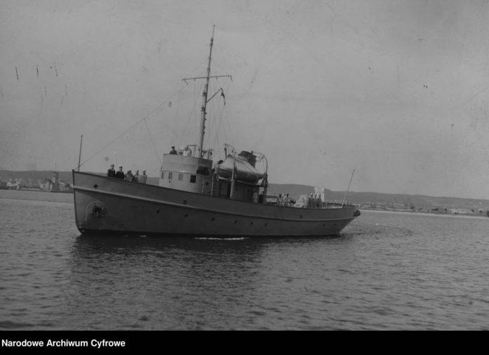 Okręt baza nurków ORP NUREK-w-porcie-w-Gdyni