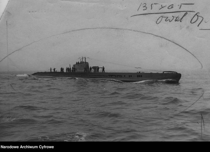 Okręt podwodny ŻBIK na morzu