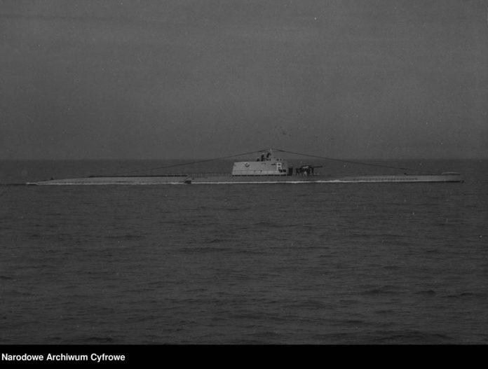 Okręt podwodny ORP RYŚ na morzu-[2]