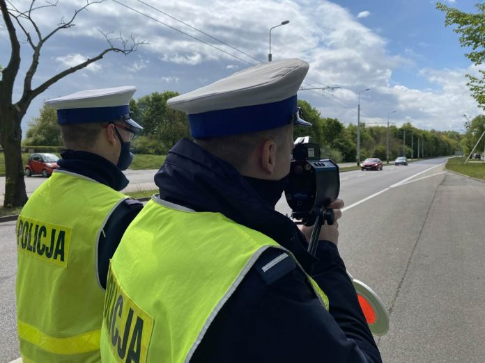 POLICJANCI ZATRZYMALI DO KONTROLI 30-LATKA, KTÓRY KIEROWAŁ W STANIE NIETRZEŹWOŚCI POMIMO COFNIĘTYCH UPRAWNIEŃ // KOMENDA MIEJSKA POLICJI W GDYNI