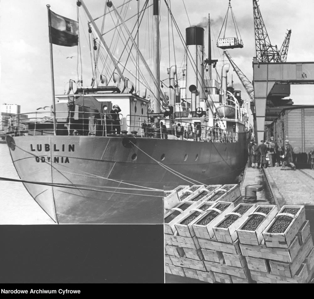 """[Statek LUBLIN] Drobnicowiec """"Lublin"""" w 1939 r. w porcie gdyńskim"""