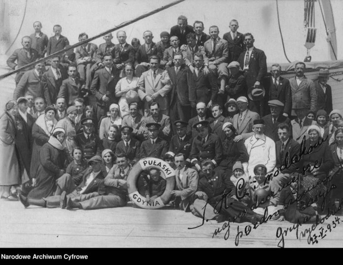 Emigranci polscy na statku SS PUŁASKI w drodze do Stanów Zjednoczonych