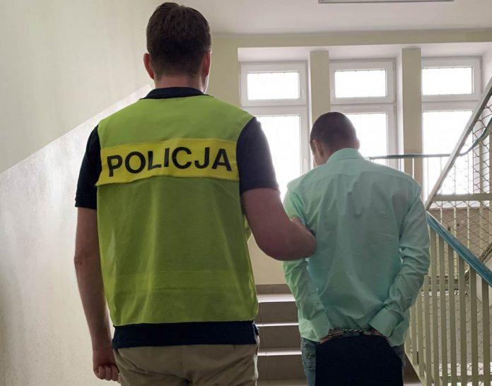 POLICJANCI ZATRZYMALI OSZUSTA-CHCIAŁ WYŁUDZIĆ TELEFONY O WARTOŚCI 30 TYS. ZŁ. // KOMENDA MIEJSKA POLICJI W GDAŃSKU
